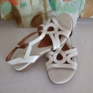 Naturalizer leather straps sandals 8 W